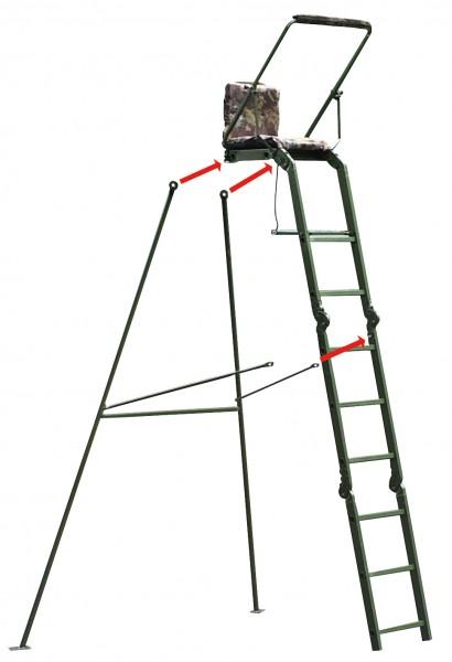 Das Metallgestell der Alu Ansitzleiter wird in Funktion von zwei Hinterfüßen und zwei Querstreben mit insgesamt vier Schrauben an der Ansitzleiter befestigt