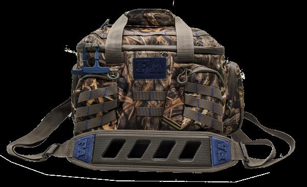 Diese Jagdtasche bietet reichlich Stauraum, ist wasserdicht und dank des Bodens schwimmfähig und standfest.