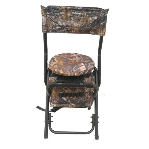 Der Ansitzstuhl ist für einfachen Transport klappbar und die Sitzfläche drehbar.