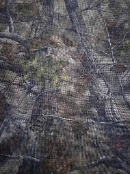 Das Nylon Tarnetz ist auf der Jagd mit dem Tarnmuster vielseitig einsetzbar.